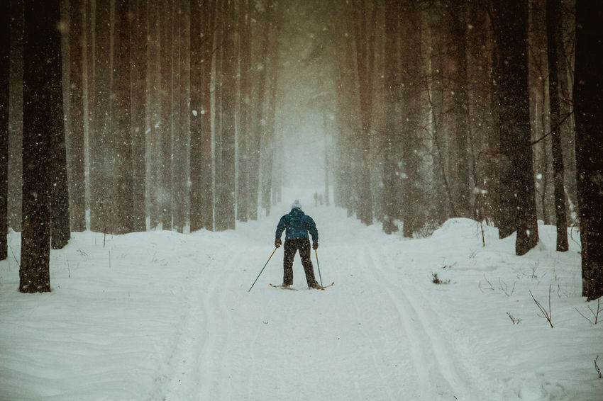 #Березовски #лыжник #зима #снег #спорт Canon 18 135 Canon 600D Canonphotography Cold Fun Real People Season  Snow White White Color зима лайтрум Лыжница любитель Россия русская зима снег спорт