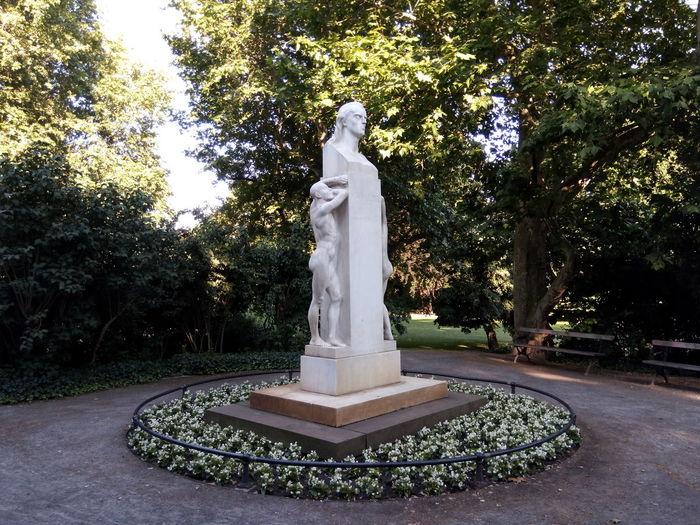 Schiller Monument Sommer Summer Park Denkmal Germany Leipzig City Town Stadt Evening Abend
