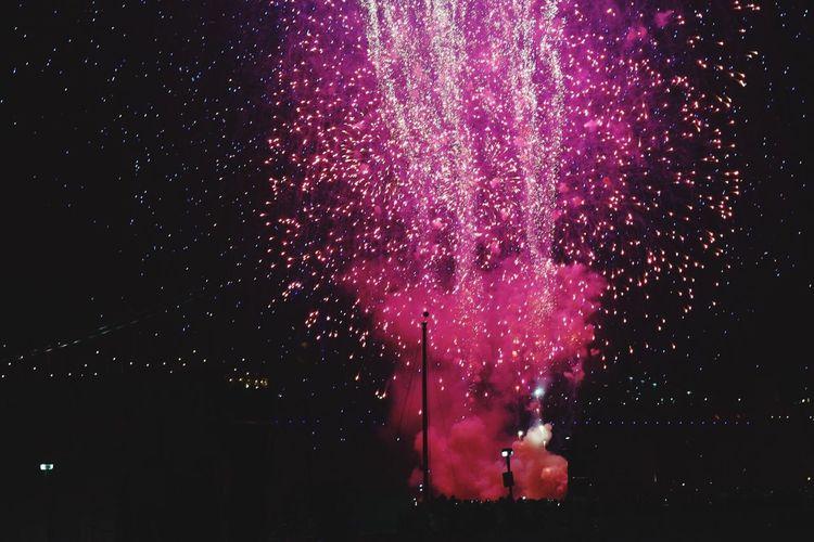 Fireworks at Penn's Landing - 1/1/17. Night Fireworks Penn's Landing Philadelphia 85mm Happy New Year New Year 2017 First Eyeem Photo