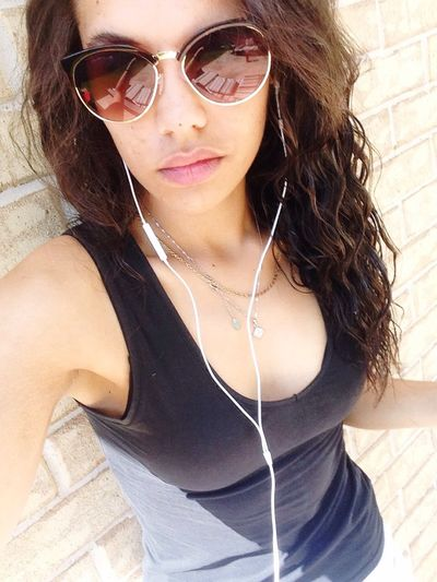 Music on. Shut everyone out 🙌 Headphones On  Beats Pumping Sunny Days . ☀ Pretty Girls Cute Pose