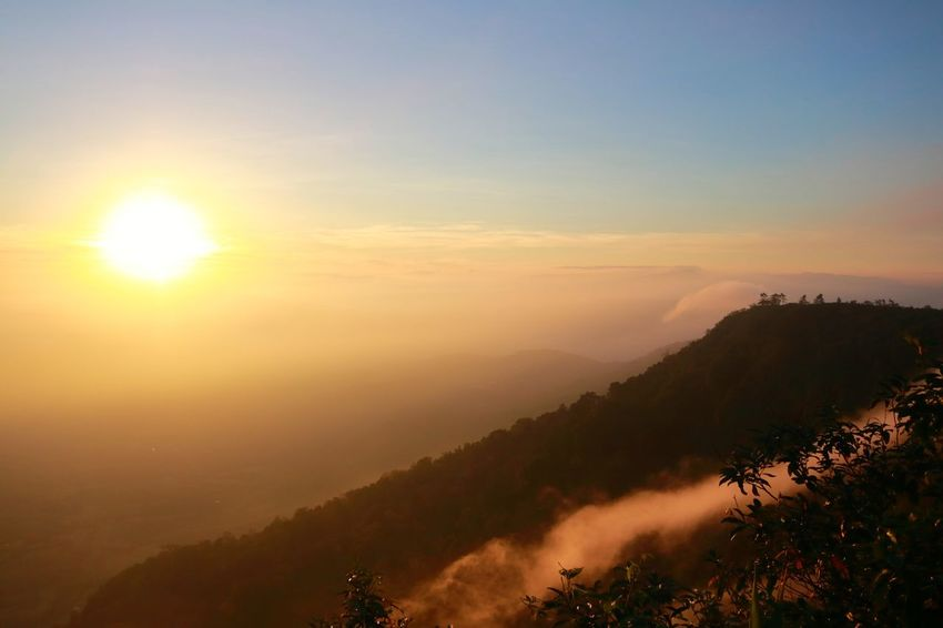 Mountain View Mountain Mountains And Sky Silhouette Light And Shadow Yellow Tones Yellow Sky Sky And Sunset Sky And Sun ใน Thailand