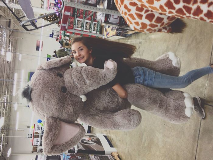 Not a very good picture but I love big stuffed animals!❤️❤️😻😭😭 Smiling Happiness First Eyeem Photo