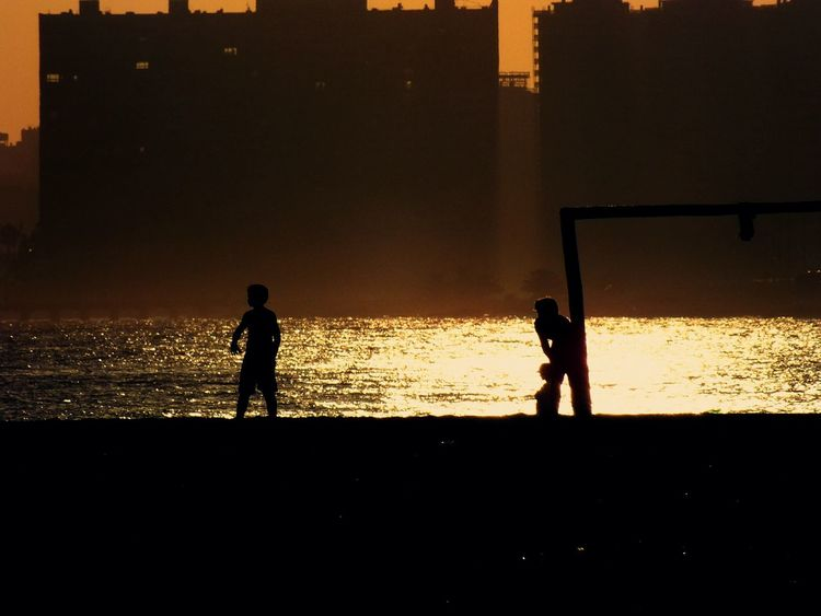 Jugando al atardecer ( playing at sunset) Photo Photography Fujifilm I Love My City Sport In The City Taking Photos Creative Light And Shadow Light And Shadow Capture The Moment Photos That Will Restore Your Faith In Humanity My Best Photo 2015