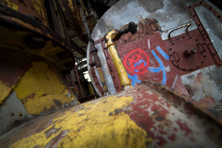 Urbex - 37 Indoors  Architecture Abandoned No People Multi Colored Built Structure Selective Focus Messy Building Low Angle View Old Decline Wall - Building Feature Damaged Graffiti Deterioration Obsolete Bad Condition Weathered Close-up Ceiling