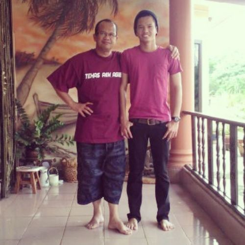 Like a father , like a son ! Its my dad Hamzah Sulaiman ! Love you ! Starter Billabong Fourskin Uniqlo elmo