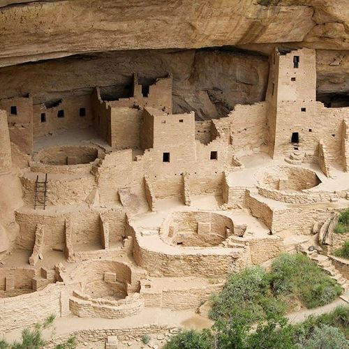 The cliff dwellings at Mesa Verde National Park. Mesaverdenationalpark Mesaverde Nationalpark Cliffdwellings anistazia anistazi ruins photo coloradophotographer coloradophotography denverphotographer hireme 303photography 303 jacobinphotography canon canonites canonusa colorado photographyislife photographersoninstagram coloradolive