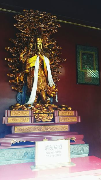 Statue Travel Destinations Business Finance And Industry History Sculpture No People Gold Indoors  Arts Culture And Entertainment Gold Colored Architecture King - Royal Person Representing Ceremony Day