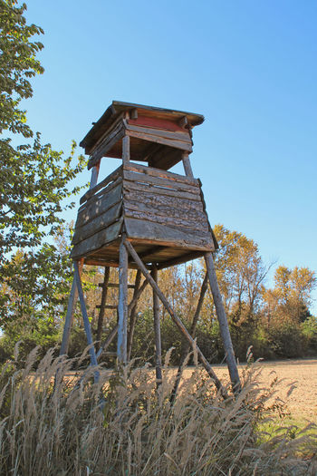 Deerstand - Hochsitz - Hochstand Clear Sky Deerstand Field High Seat Hochsitz Hochstand Hunt Hunting Jagd Low Angle View Nature Nature Nature Photography Nature_collection Naturephotography Non Urban Scene Non-urban Scene Outdoors Raised Hide Sky Tree