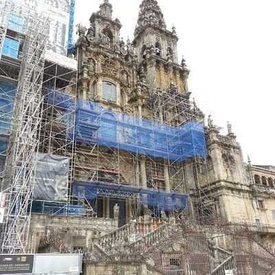 Y el Wineuptour llegó a Santiagodecompostela . La Catedral aun con andamios es única. Como en la vida misma... la belleza y grandeza esta en el interior. Ahora toca el abrazo al Apostol y pedir que el año que viene pueda volver