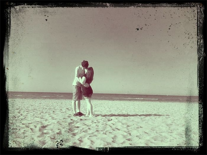 Kiss Black & White Potrait in Ujung Genteng