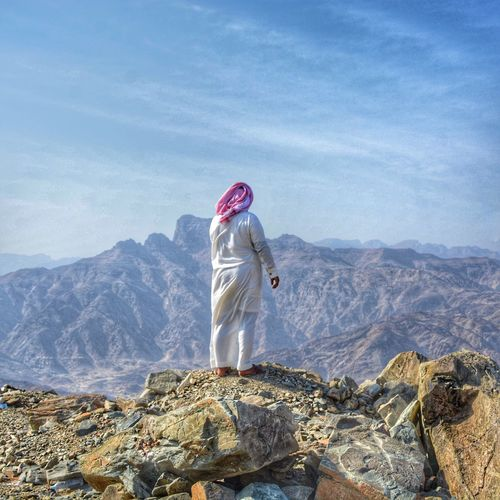 Here Belongs To Me Check This Out Saudi Arabia Culture Saudi dress Mountains Adventure Edge Of The World Traveling Summer Summertime Taking Photos EyeEmNewHere