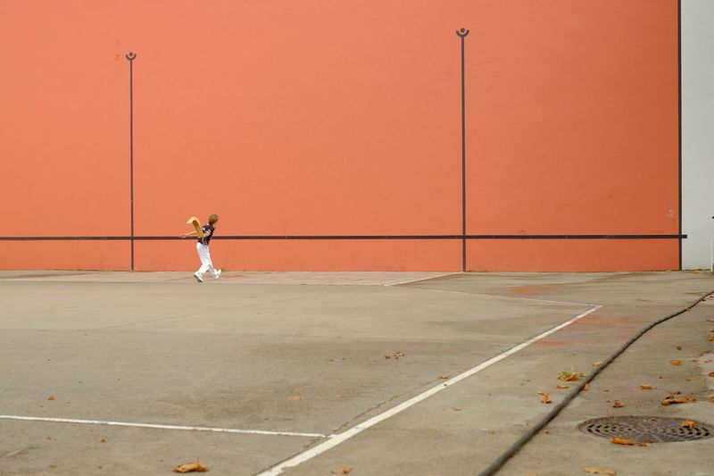 The Wall of Cesta Punta Check This Out Cesta Punta Pelota Wall Red Playground BasqueCountry Basque Country Fujixe2 Fujifilm X-E2 Fujifilmxe2 Fujifilm_xseries Racket Tennis 🎾 Sport Street Photography Streetphotography Street Basque
