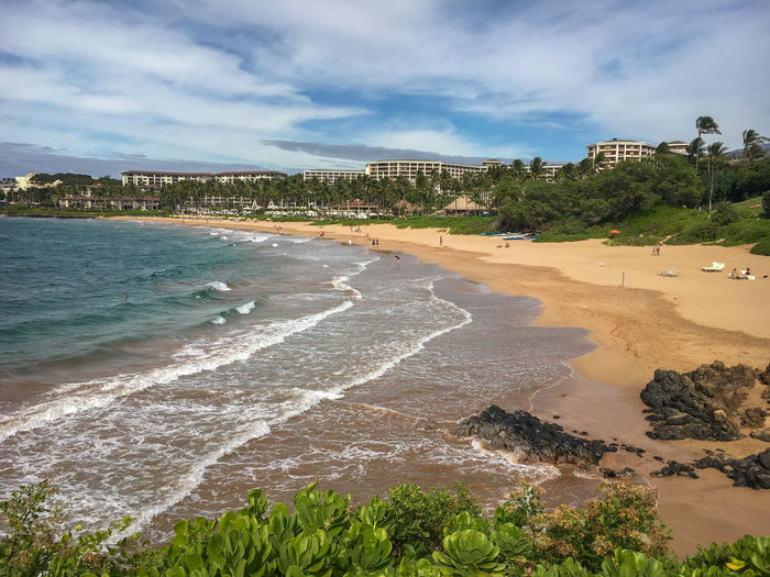 Scenic view of wailea beach on the hawaiian island of maui, usa against sky