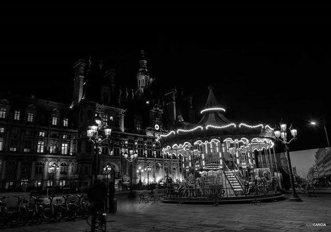 Paris263 Alexgarciafotografia 263photo 263photos NiceShot Blancetnoir Parisfrance Igrsparis Igersparis Hoteldeville Streetphotography Pb Blackandwhite