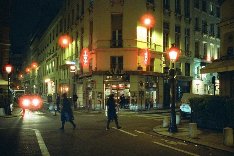 Analogue Photography CineStill 800T Nightphotography City Film Photography KonicahexarAF Night Street Street Light