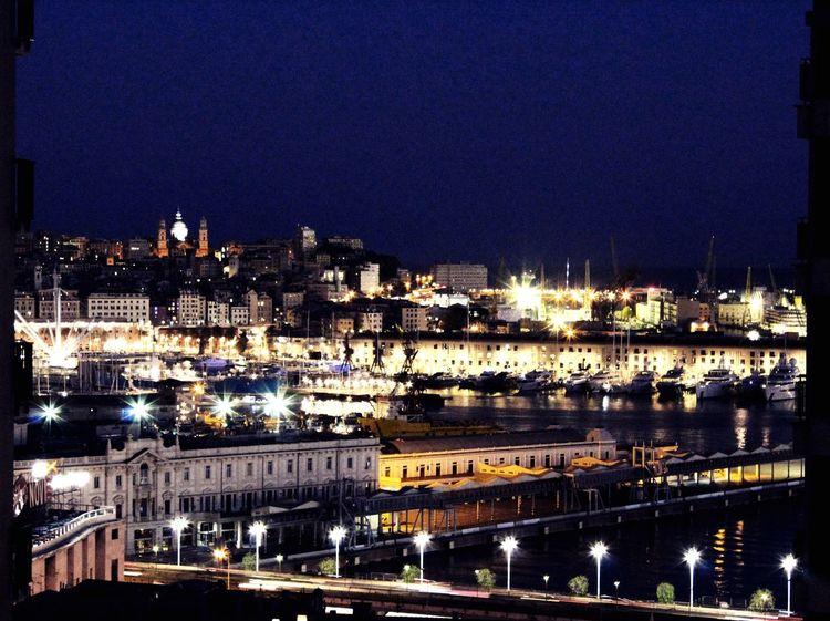 Affacciato alla mia finestra potrei passare una notte intera At The Window Panorama Harbour Shining Lights Light