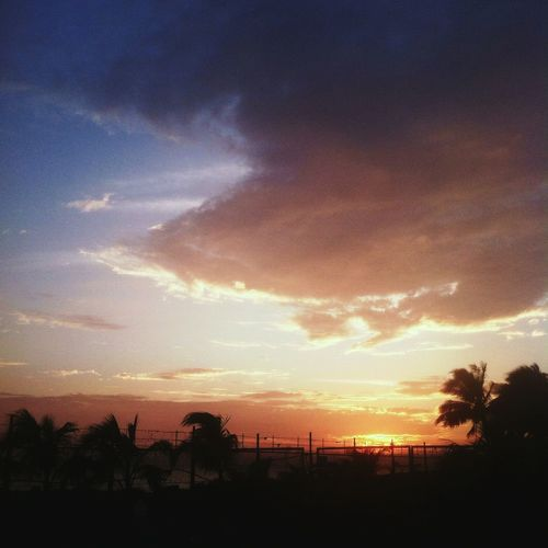 Sunset #sun #clouds #skylovers #sky #nature #beautifulinnature #naturalbeauty #photography #landscape EyeEm Nature Lover EyeEm Best Shots