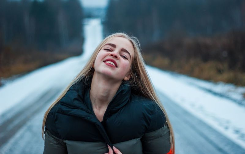 2 января. Как всё сложно, как всё злит. One Person Winter Young Adult Lifestyles Portrait Leisure Activity Young Women Real People Warm Clothing Smiling Clothing Front View Long Hair Happiness Cold Temperature Hair Hairstyle Focus On Foreground Day Jacket