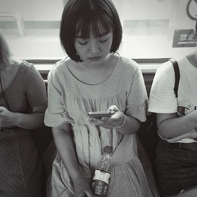 文艺重庆 | 041 Iphone6plus Real People Women Lifestyles Front View Casual Clothing Indoors  People