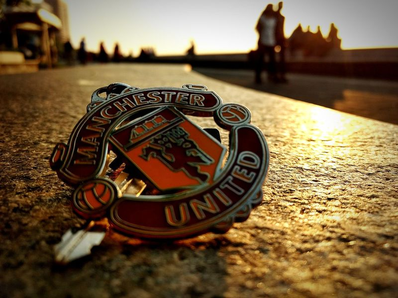 Manchesterunited Keychain Mumbai Marindrive Sunset Photography Photooftheday Outdoors Eyeemphotography Check This Out EyeEm Best Shots WeekOnEyeEm No People City Close-up Perspectives On Nature