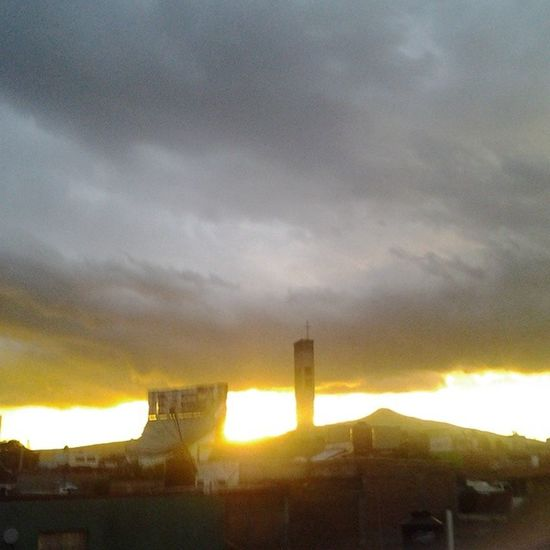 The sky thoe Its  Yellow Mexico Tb