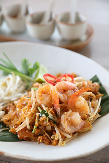 Pad Thai Pad Thai Kung Pad Thai With Shrimp Thai Food Fried Noodles Food And Drink Food Ready-to-eat Plate Freshness Serving Size Table Healthy Eating Wellbeing Still Life Focus On Foreground Seafood Bowl No People Vegetable Meat Garnish Herb Crockery Spaghetti Chinese Food