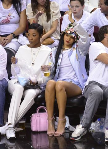 Rihanna & Melissa Forde Best Friends Basketball Game Street Fashion Model Gorgeous Aesthetics Fashion Bucket Hat