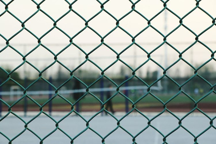 Full Frame Shot Of Chainlink Fence On Court