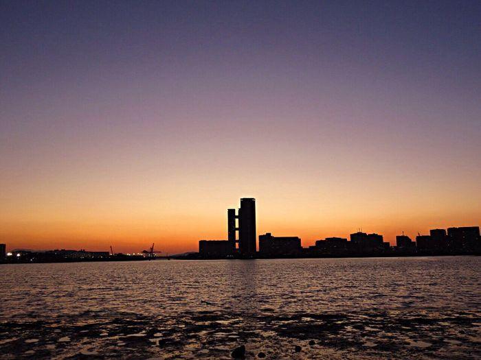 Sunset Sunset_collection Sunset Silhouettes Sun Sunset #sun #clouds #skylovers #sky #nature #beautifulinnature #naturalbeauty #photography #landscape Sky Enjoying The Sun Sky_collection Sky_collection Sea Sea And Sky Seaside Evening Evening Sky