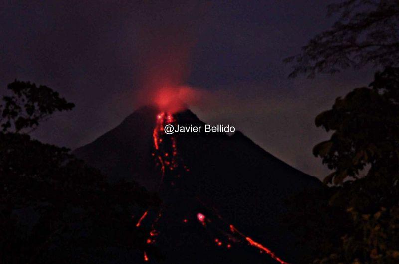 El Volcán El Arenal, un volcán activo que tuvimos la suerte de poder fotografiar y sentir mientras estuvimos en su cercanías. Travelling Travel Photography Viaje A Costa Rica Fotografia De Viaje