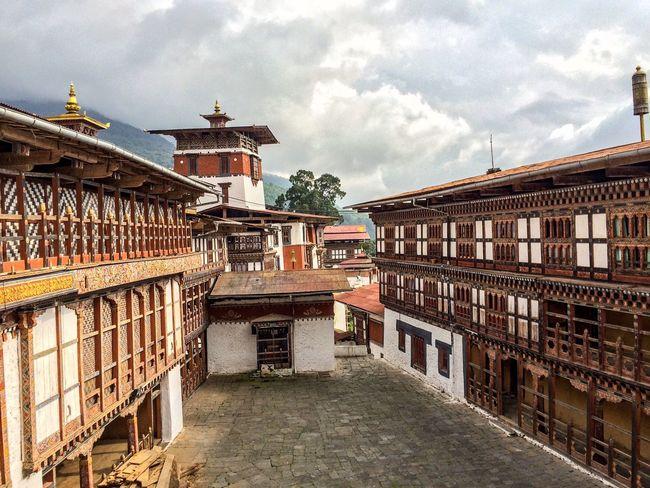 Trongsa Dzong (fortress) Bhutanese Traditional Architecture Bhutan Bhutan_ig Bhutanigers Colours Of Bhutan Ig_bhutan WonderfulBhutan ASIA