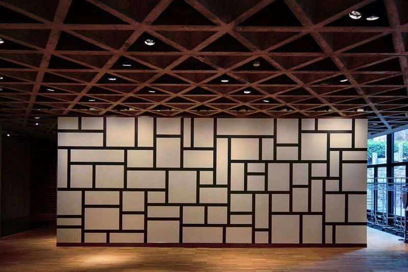Sollewitt Sol LeWitt Sol LeWitt Wall Drawing Painting Postwar Architecture Brutal_architecture Architecture Architectureporn Architectural Detail Emptyness Yale Yale University Museum Louis Kahn Louis I Khan  Postwar Architecture Architecture Indoors  Building Pattern Built Structure No People Ceiling