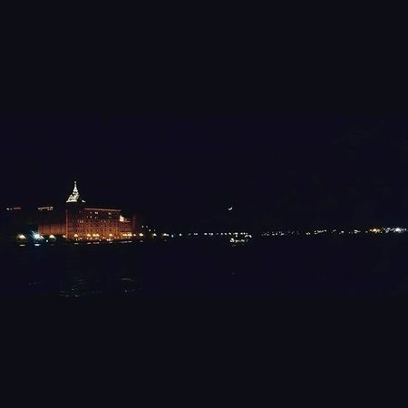 [...] E fuori è buio. Night Venicenights Venicelife Venice Veniceitaly Zattere Cafoscarizattere Cafoscari Moon Moonshine Moonlight Sky Skyline Architecture Cielo Luna Venezia Igersoftheday Igrsvenezia Igersveneto Feelingsosmall