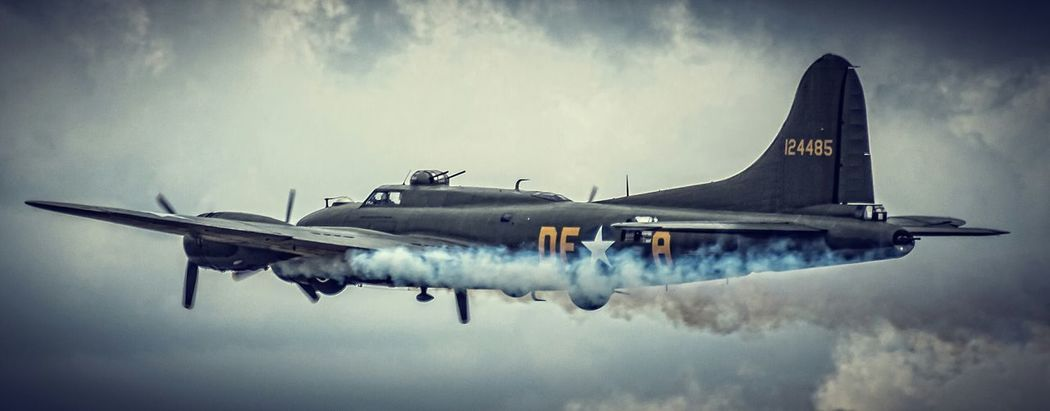 Limping home! 1940s Canon Eos 650D Duxford Flying Legends B17g Flying Fortress Iwm Eye4photography  Clouds And Sky EyeEm Best Edits