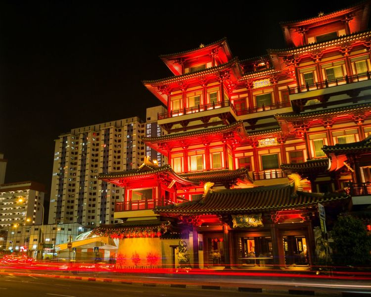 Buddha Tooth Relic TempleBuddha Tooth Relic Temple, Singapore Buddha Tooth Relic Temple Buddha Buddhism Buddhist Temple Buddhist Temple Cityscape Night Architecture Nightphotography Night Photography Building Exterior Photography Lgv20photography Lgv20 Long Exposure Light Trail Building EyeEmNewHere