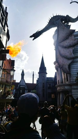 Harry Potter world is so awesome. double tap if you love Harry potter Harry Potter Gringotts Dragon
