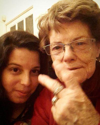 La abuela, peronista de la primera hora! ✌✌✌✌ juro que ella sola levantó los deditos! Está más militante que nunca! Vivaperon Strikeapose Peronperonquegrandesos Peronyevita Graciasportusgenes