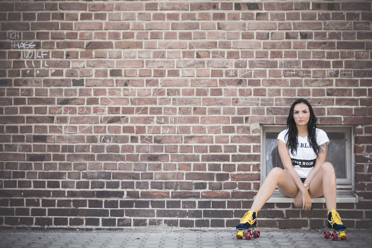 lsamria Rollerskate by www.eightTWOeightSIX.de The Color Of Sport Brick Wall Tatted Tattoo Relaxation Young Adult Day Outdoors Style Fashion Sportygirl Sporty Beauty Brunette Rollerskate Rollerskates Shooting Model Female Model Female Femme Girl Woman Woman Portrait Leisure Activity Women Around The World The Portraitist - 2017 EyeEm Awards Done That. Rethink Things Fashion Stories Colour Your Horizn Adventures In The City