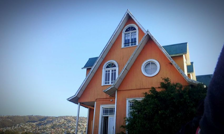 +Vete a casa -Tu eres mi casa MaravillosoDesastre TravisMaddox EyeEm Best Shots Felling House Architecture Tree Sky Day History Building Exterior No People