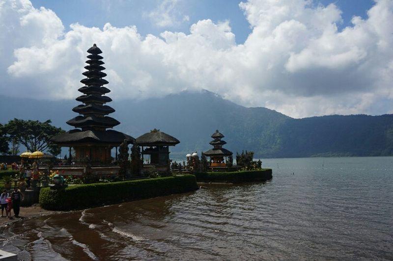 Pura Ulun Danu Bratan Exploreindonesia Explorebali Nature Bedugul INDONESIA ASIA Takingphoto  Landscape View Nofilter