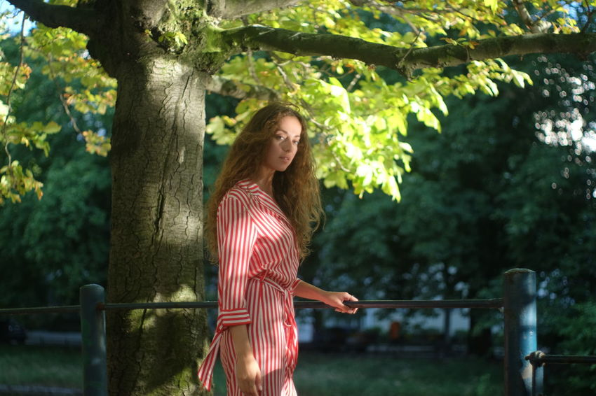 summer stroll model Julia Bond Beautiful Woman Casual Clothing Day Hair Hairstyle Leisure Activity Lifestyles Long Hair Nature One Person Outdoors Plant Real People Smiling Standing Three Quarter Length Tree Women Young Adult Young Women