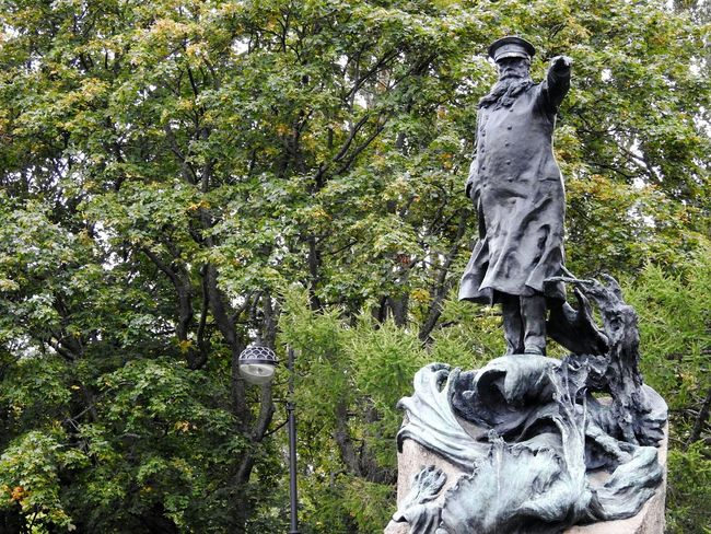 Макаров Sankt-Petersburg Colors Of Sankt-Peterburg Russia Autumn🍁🍁🍁 Makarov Monument Streetphotography Outdoors Day No People Tree Nature Sculpture Statue