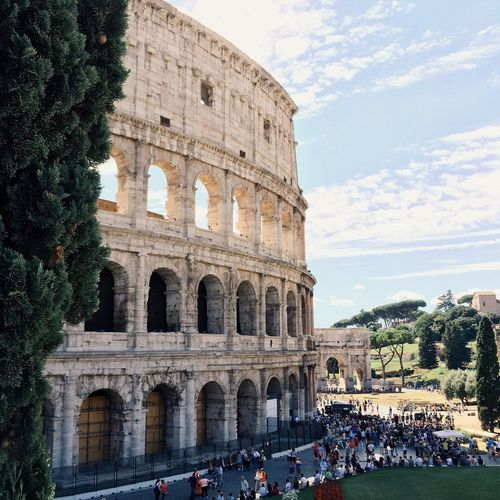 People by colosseum