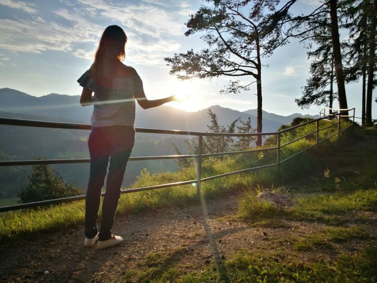 Catch the sun Mountain Range Mountain Young Women Women Full Length Technology Standing Exercising Tree Sports Clothing Sunset Sport Shining Hiker Sun Sunrise Evening Calm Silhouette Optical Illusion Sunbeam Outline Countryside