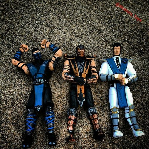 Just some Bros hanging out at the beach. Subzero Scorpion Raiden Mortalkombat Beachshot Toys Toyphotography Figurephotography Toyuniverse Toys4life Toyfriends Toyrevolution Toyunion Toyslagram Toygroup_alliance Toyfusion