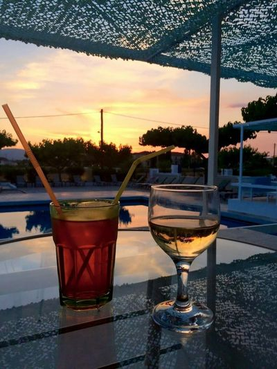 Cocktail Poolbar Sunrise Travel Holiday Hotel Pool Chilling Nightphotography Travel Photography Greece #zakynthos