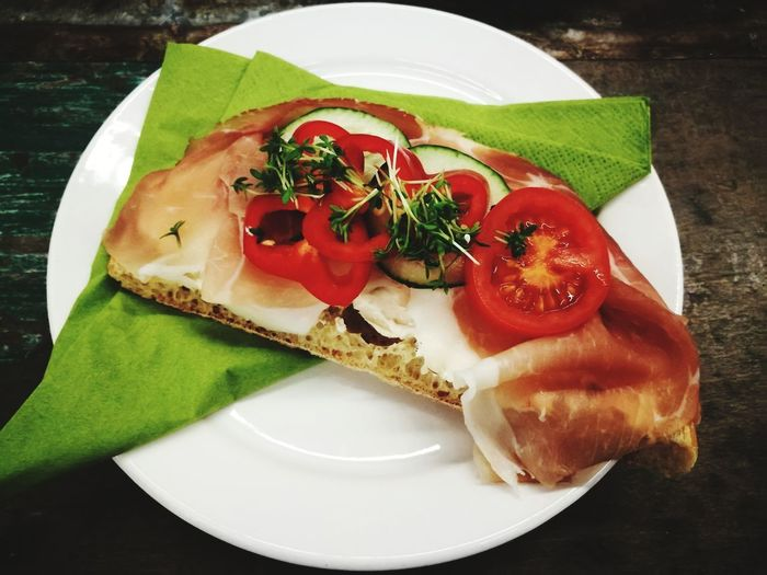 slice parma ham on bread Ham Sanwitch Plate Tomato Table Leaf Close-up Food And Drink Savory Pie Pie Baked