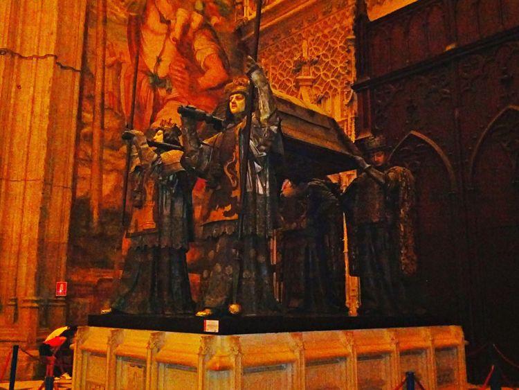 Tumba de Cristóbal Colón Catedral De Sevilla Religion Spirituality Architecture Statue Sculpture Human Representation Built Structure History Architecture Sevilla Spain