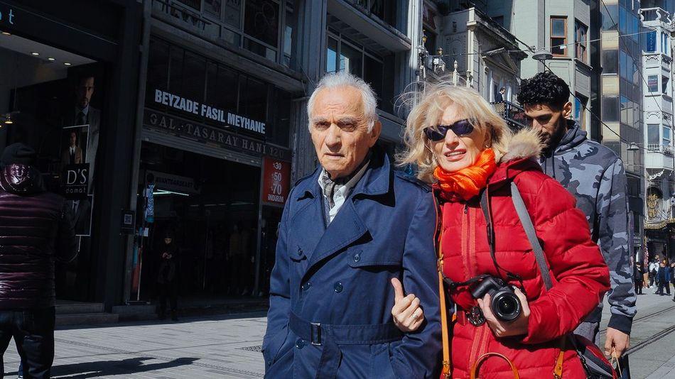 Human Daily Life City Life City Istanbul Turkey Istanbul Streetphoto_color Street Photography Streetphotography The Weekend On EyeEm EyeEmNewHere EyeEm Selects EyeEm Best Shots EyeEm Eyeglasses  Senior Couple Adult Couple - Relationship Togetherness People