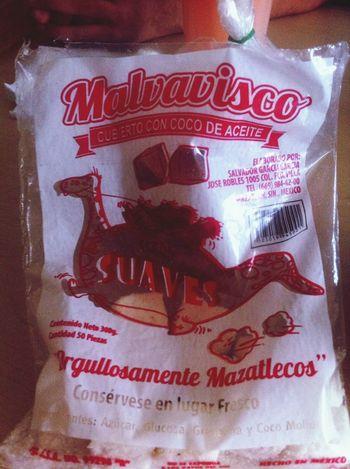 Comiendo Producto de Mazatlan Suaves